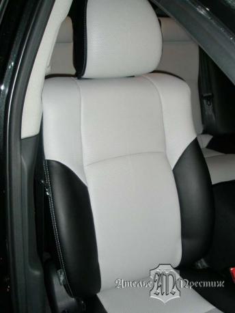 Перетяжка сидений и дверных вставок Toyota Avensis (Тойота Авенсис) 2010 экокожей Hortica
